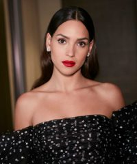 Recreate Adria Arjona's Red Carpet Makeup Look