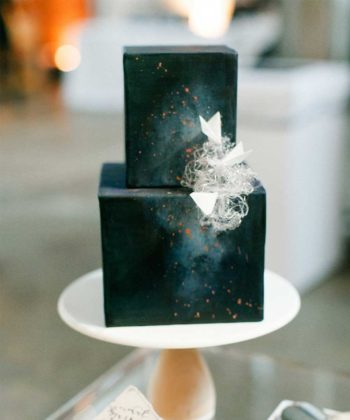 10 Square Wedding Cakes For Modern Couples